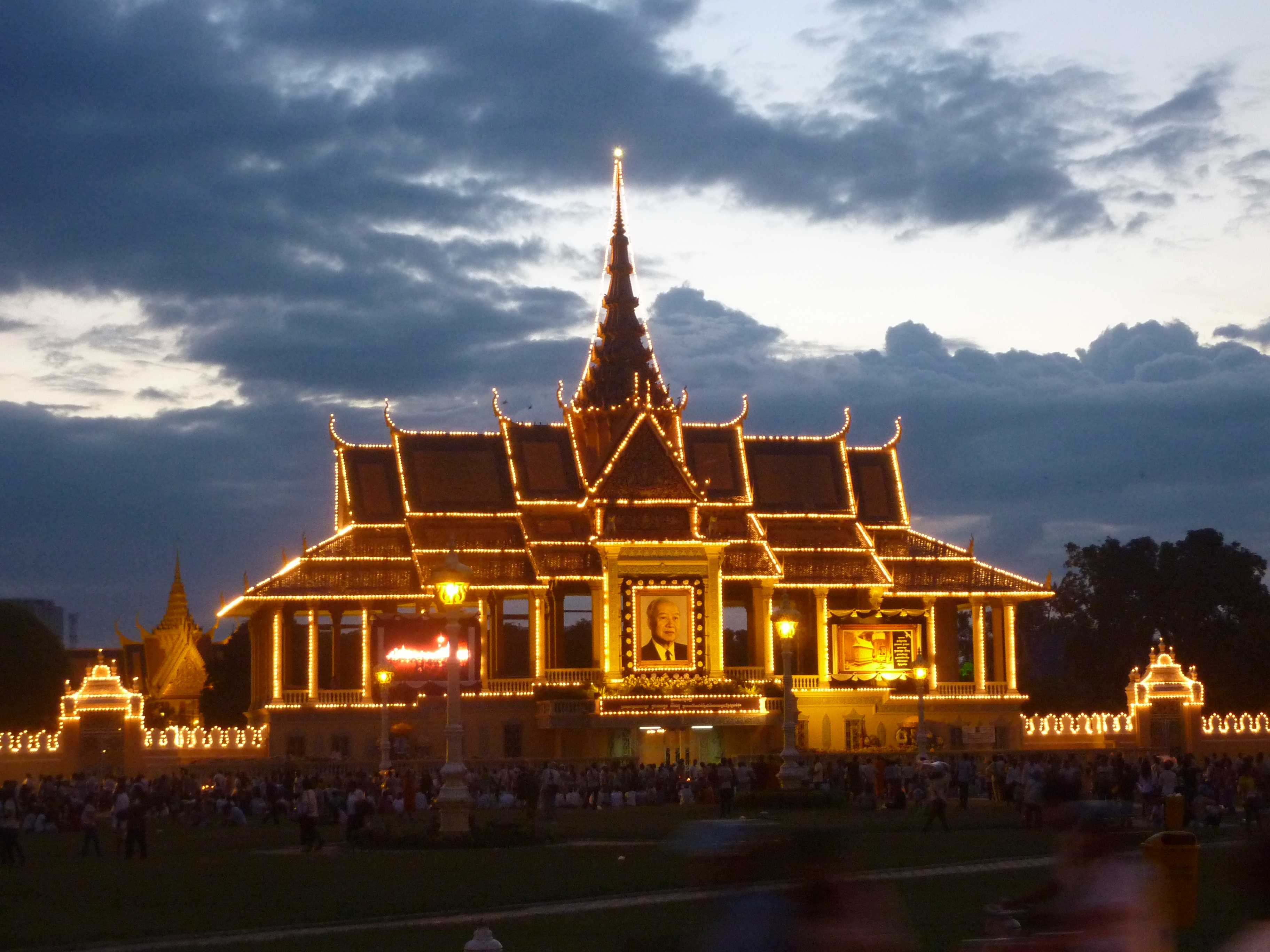 The Royal Palace lit up to commemorate the recent passing of the King.